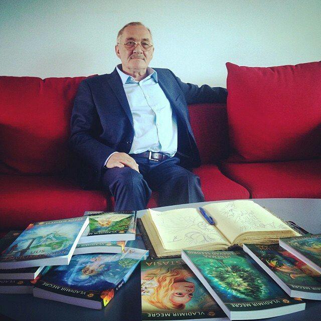 Фотография Владимира Мегре с книгами ЗКР на других языках