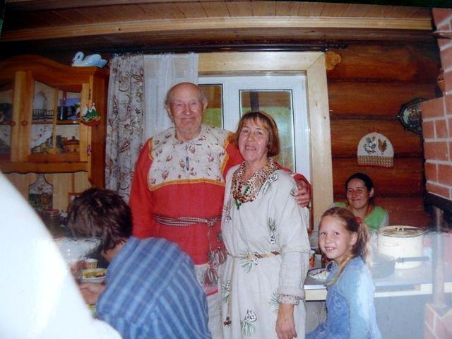Жуковы Иван Дмитриевич и Раиса Александровна принимают гостей